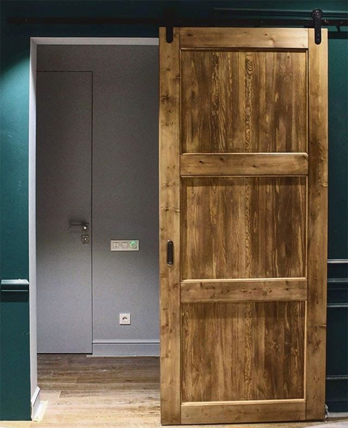 Изготовление деревянных дверей нестандартных размеров в СПб
