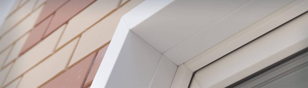 Простота монтажа даёт возможность самостоятельной установки! Ровность линий за счёт примыкания без зазоров элементов друг к другу обеспечено точностью резки производственного оборудования. Новая конструкция максимально защит от протечек при косом дожде или самом сильном ветре воды не оконную раму