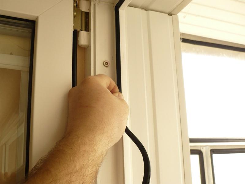 Замена резинового уплотнителя в окнах ПВХ