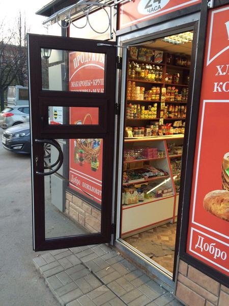 Дверь РДМ для торговли из ларьков и павильонов с окном