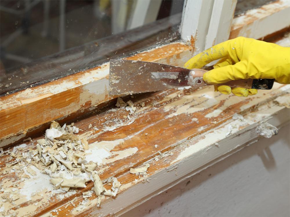 Снятие краски с деревянных окон, качественная подготовка окна к покраске