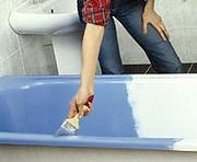 Эмалировка старой ванны кисточкой. Равномерно наносим эмаль на зачищенную поверхность ванны. При неумелом владении инструментом ванна будет
