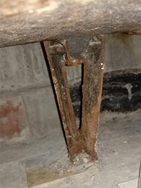 Ножка для старой чугунной ванны №9 вид сзади