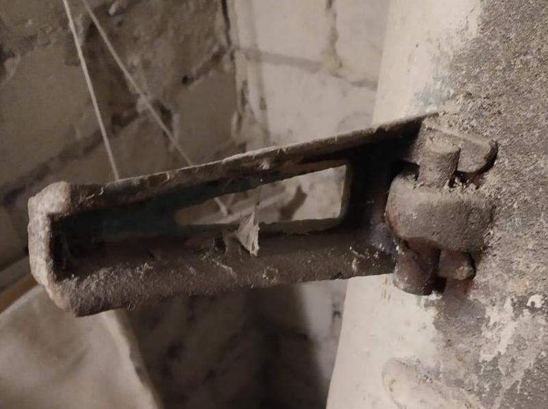 Ножка для старой советской ванны чугунная с заводским чугунным клином