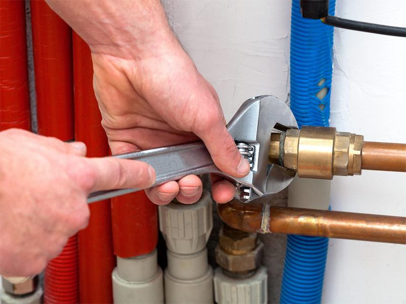 Демонтаж, замена и монтаж труб водопровода в квартире